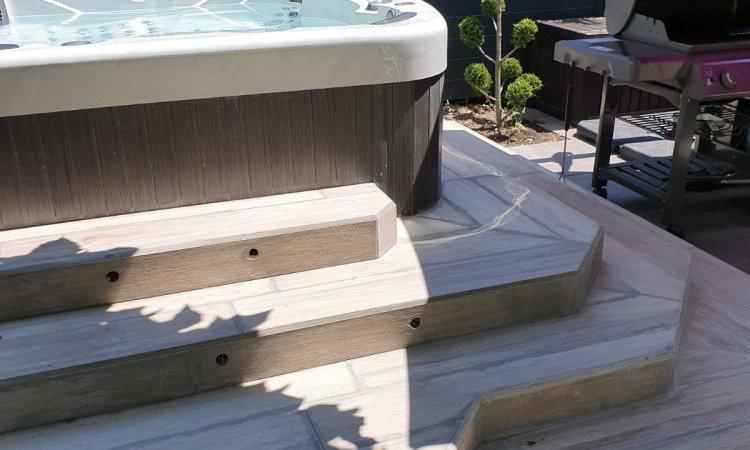 Pose de spa avec terrasse en grès cérame à Claix
