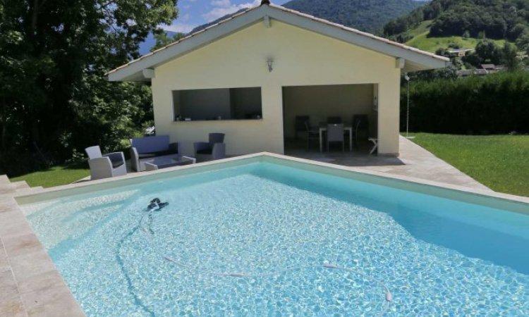 Pool house piscine àSaint-Nazaire-Les-Eymes